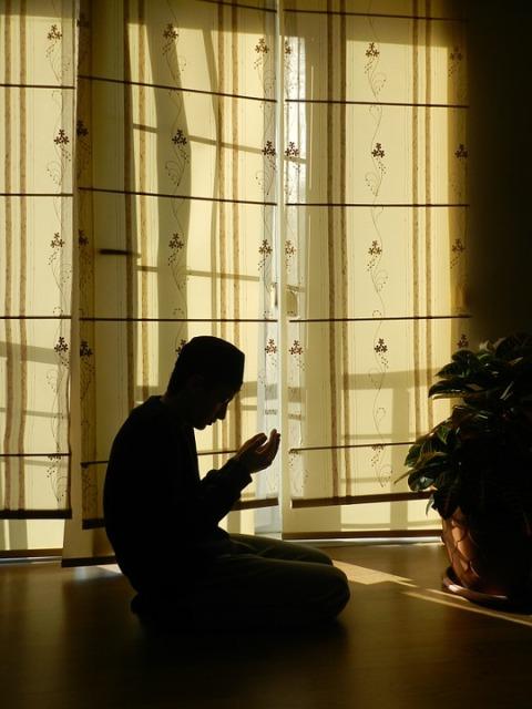 prayer-963859_960_720